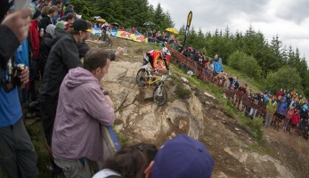 Report: Tomáš Slavík opět vítězný ve 4X ProTour ve Fort William