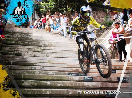 Video: City downhill world tour Taxco