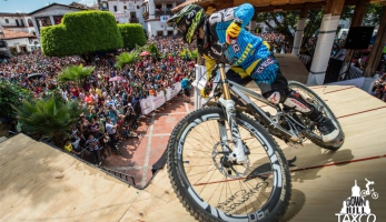 FInále City Downhill World Tour v Taxco