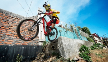 Video: Downhill Urbano Talcahuano Industrial