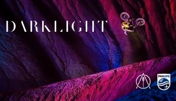 Video: Darklight - hra barev, světel a stínů