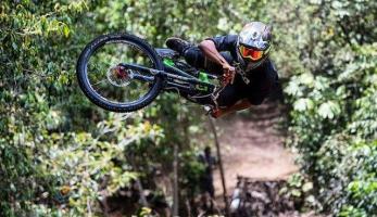 Video: Yaman Whipoff - hrozný pekla na Bali