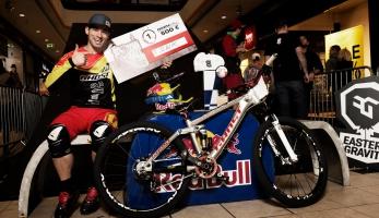 Tomáš Slavík vítězí v prvním závodě série Downmall Tour
