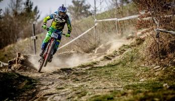 Video: Diverse Downhill Contest 2015 - Žar