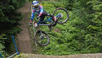 Report: iXS  EDC Schladming pro Hart a Ragot