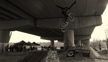 Galerie: Backyard Jam Under the Bridge