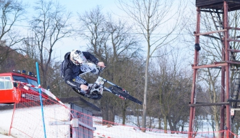Snow DH sprint Petrůvka - na sněhu a přesto vteple
