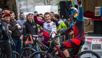 Tomáš Slavík vítězí na URBAN DH 2016 v Grasse