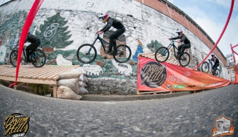 Video: downtown Urban Downhill Race v Manizales