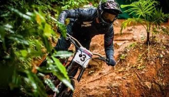 Cairns: Rachel Atherton a Troy Brosnan vítězí v kvalifikaci