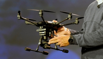 Yuneec Typhoon H - dron, co tě bude sledovat i v lese