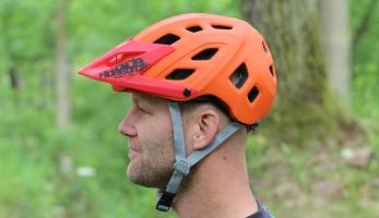 Test: Kellys Razor MIPS - MIPS helma od nehelmové firmy