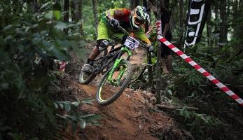 Bikecheck: Matěj Charvát - Banshee Rune Asian Racebike