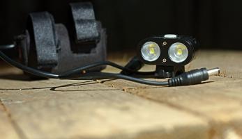 Test: světlo NiteFighter BT21 - ohromný výkon ve velikosti krabičky od sirek