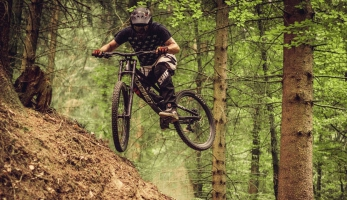 Video: Jirka Hollmann trestá Commencal Furios