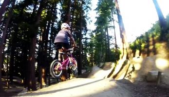 Video: desetiletá Erice má dětský kolo hodně v ruce