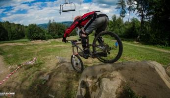 Report: Czech Downhill Tour Monínec - nováček tour, který proškolil většinu pole