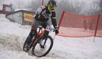 Report a video: Snow DH Petrůvka 2017