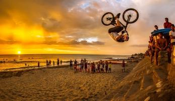 Video: Danny MacAskill s partičkou na Filipínách