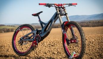 Bikecheck: Pahylovo Intro Tabu - karbonová hravá žehlička