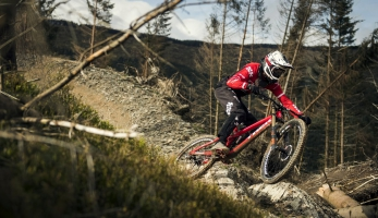 Video: Dan Atherton - průlet Dyfi bike parkem v RAW