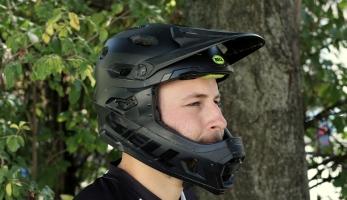 Test: helma Bell Super DH aneb když kompromis není kompromis