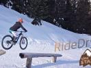 Video: Cedric RideDry řádí ve snowparku na bajku