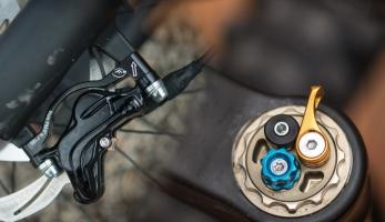 Bike Connection Winter - Formula a její prototypy - vidlice Selva a brzdy Cura