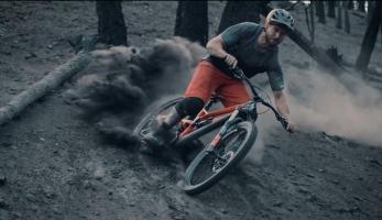 Video: Rise ft. Sterling Christenson - ježdění v prachu po lesním požáru