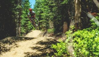 Video: Michal Prokop na gravelu nalítal Baron trail na Klínovci