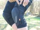 Test: kolenní chrániče Endura MT500 Hard Shell - plast i chytrá pěna
