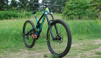 Test: sjezďák Kellys NOID 90 - velká kola a ještě rychlejší
