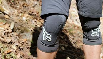 Test: Fox Launch Enduro Knee Pad - nabídnou méně ochrany, více pohodlí