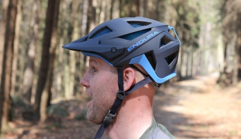 Test: helma Endura MT 500 - styl, vychytávky a Koroyd