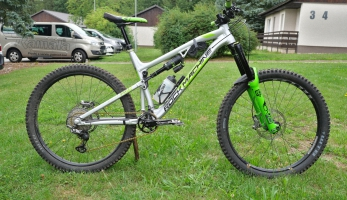 Bikecheck: Vojta Bláha Rock Machine 90-27 RZ - kompletně na DVO