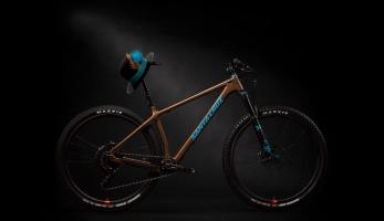 Santa Cruz představuje nový, karbonový, trailový pevňák Chameleon