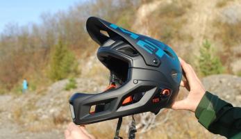 Test: MET Parachute MCR - to jsou dvě helmy v jedné, malá i integrální