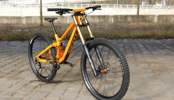 Bikecheck: Scott Gambler Tuned - ostré DH kolo s hmotností 15,5 kg