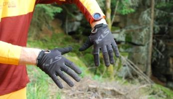 Test: Rukavice Kellys Plasma black - jako druhá kůže