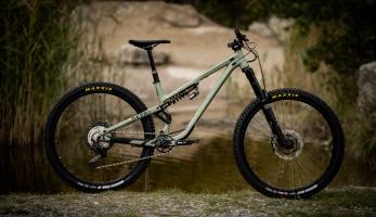 Bikecheck: Jara Sijka si postavil unikátní Commencal META AM 29