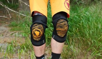 Test: Chrániče kolen Endura Singletrack II - kvalitní základ