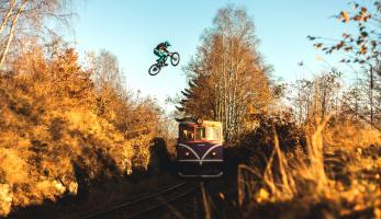Demo a train gap:  Jak jsme (ne)skočili přes vlak