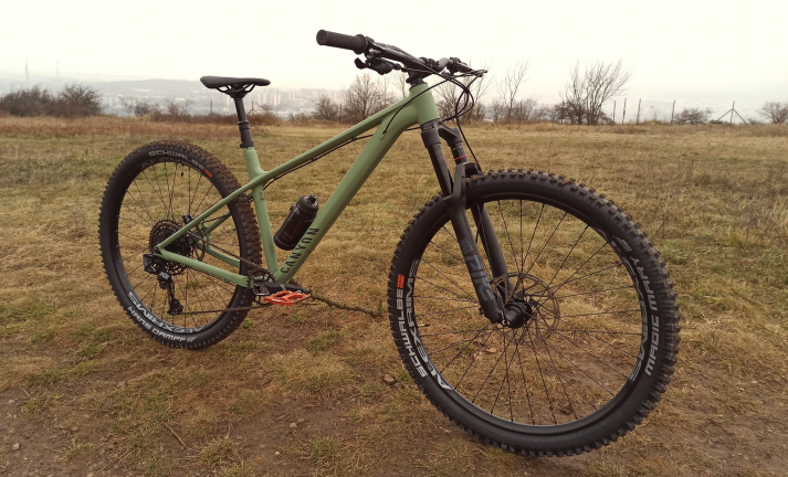 Test: hardtail Canyon Stoic - až na dřeň