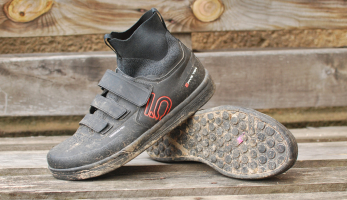 Test: Adidas Five Ten Freerider Pro Mid Core Black - boty do jakéhokoliv počasí