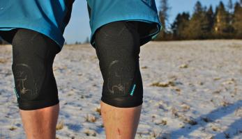 Test: kolenní chrániče Chromag Rift - lehké, prodyšné a dobře chránící