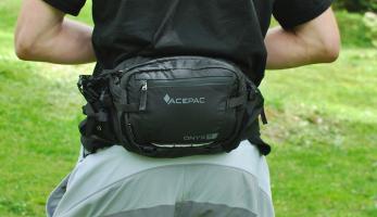 Test: Acepac Onyx 5 - vychytaná ledvinka, která nahradí batoh